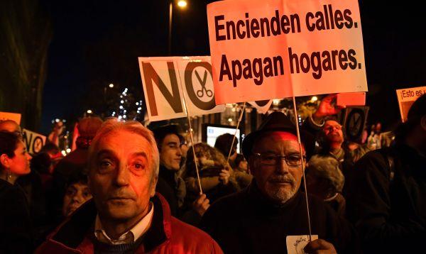 Protestas y apagones en España contra la pobreza energética - Noticias de empresas