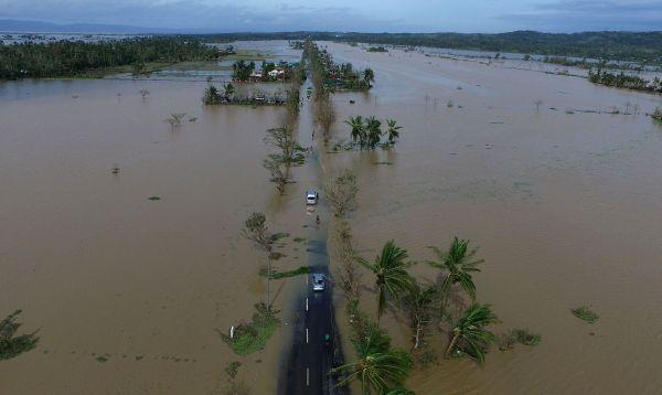 Tifón Nock-Ten deja cuatro muertos y grandes inundaciones en Filipinas - Noticias de cinco millas