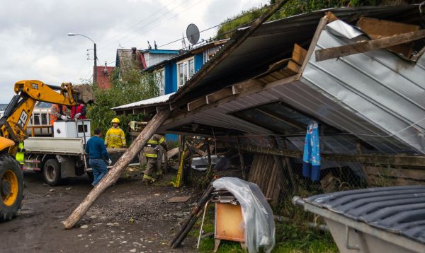 Chile: Bomberos limpian escombros que dejó terremoto de 7.6 - Noticias de estado de emergencia