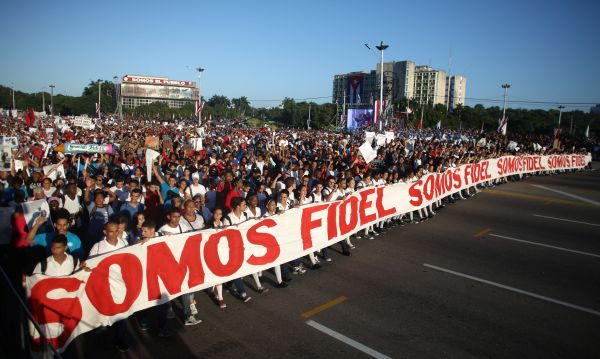 Cubanos marchan por Plaza de la Revolución de La Habana antes de que Trump asuma presidencia de EEUU - Noticias de che guevara