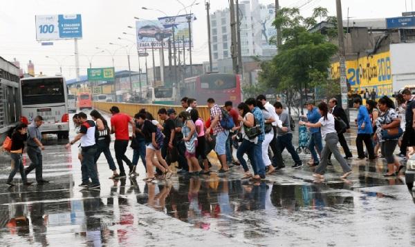 Lluvias en varios distritos de Lima afectaron casas y calles - Noticias de amanecer