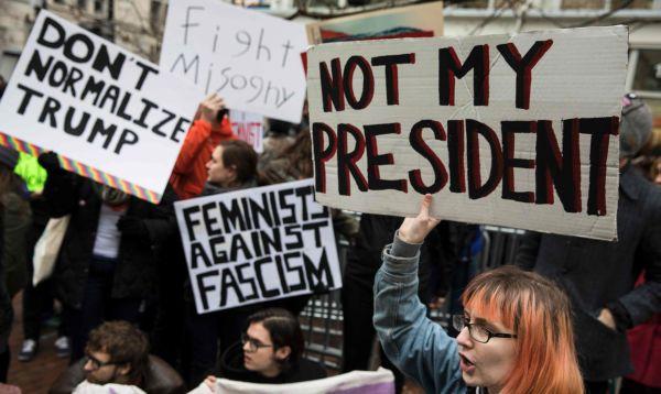 Grupos que protestan contra Trump tratan de bloquear acceso a la ceremonia - Noticias de empresarios