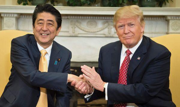 Trump y Abe discuten sobre comercio y seguridad en encuentro en EE.UU. - Noticias de cámara de comercio de estados unidos