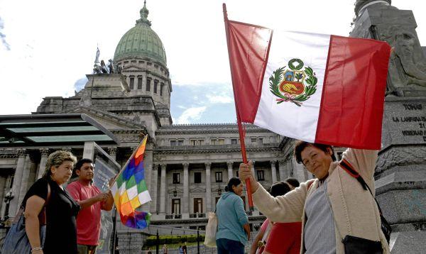 Inmigrantes en Argentina protestan contra nuevo decreto migratorio