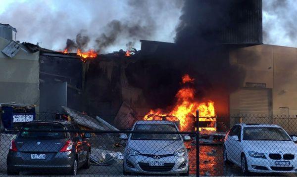 Avioneta se estrella contra centro comercial australiano, mueren 5 personas